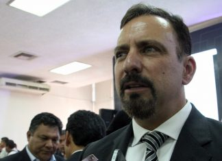 Pese a bloqueo, policía estatal regresará a Ixmiquilpan