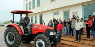 Dona alcalde tractor para un beneficiario