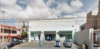 Pareja asalta Farmacia Guadalajara de Avenida Madero