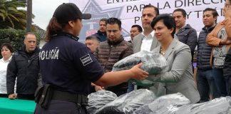 Entregan uniformes y patrulla a policías de Acaxochitlán