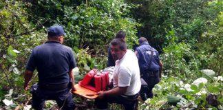 Cae camioneta a barranco de 30 metros en Tenango