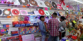 Abarrotados comercios por compras prenavideñas