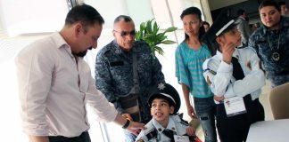 Nombra la SSPH policía honorario a niño con discapacidad