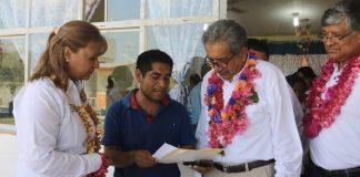 Entrega SEPH apoyos a escuelas de la entidad