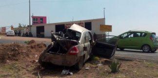 Vuelca automóvil sobre la carretera Pachuca-Ciudad Sahagún