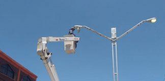 Alcaldía da atención y revisión a las luminarias de Tulancingo