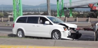 Se impacta camioneta que transportaba combustible en Tulancingo