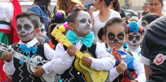 Vencen catrinas a las brujas en disfraces de escuelas