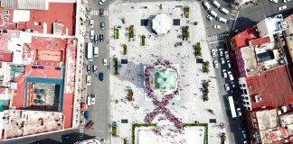 Con Lazo Rosa humano se solidarizan con mujeres con cáncer