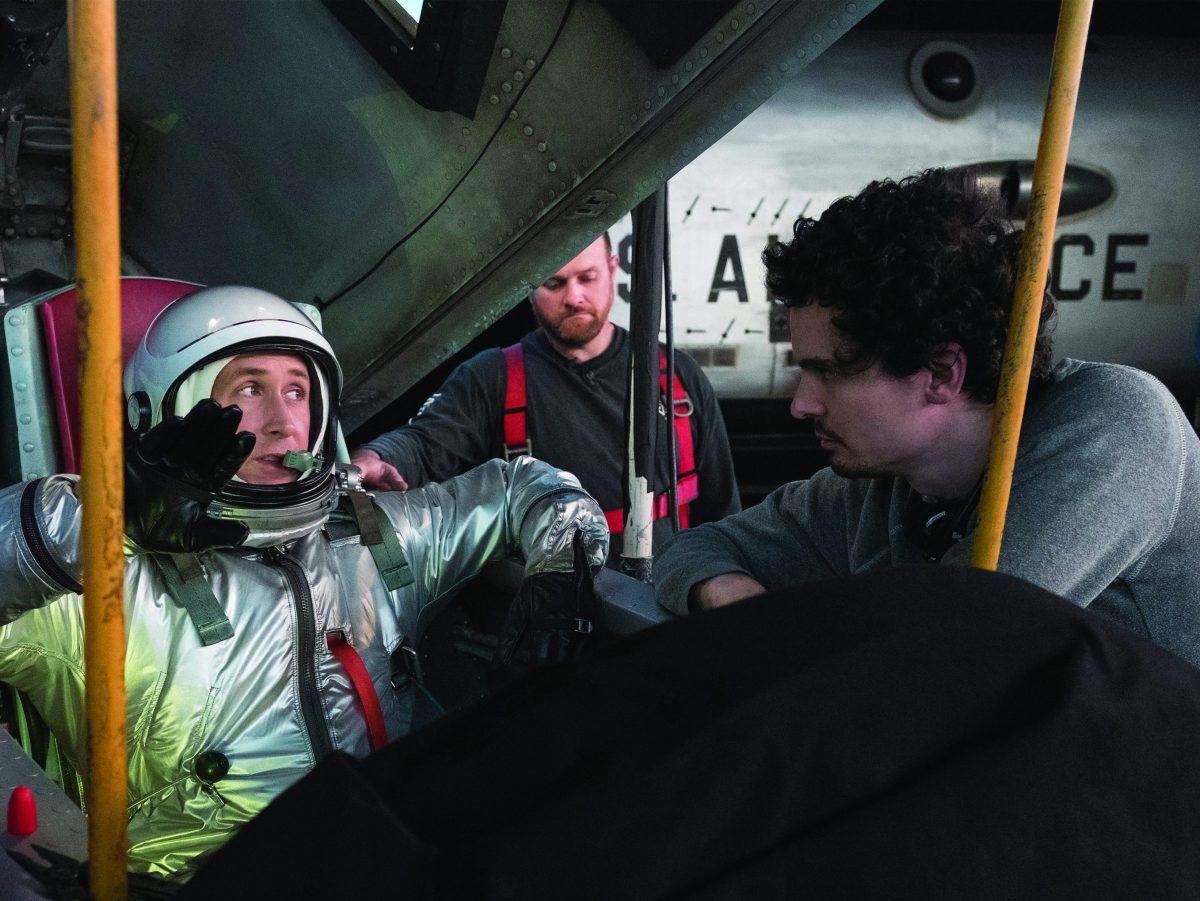 "Damien Chazelle dirigiendo a Ryan Gosling en ""First Man"""