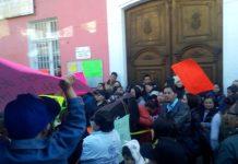 Protestan padres de familia de primaria en Pachuca