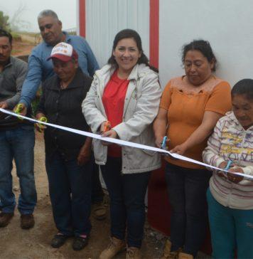 Alcaldesa de Cuautepec entrega 26 pisos firmes y 6 cuartos