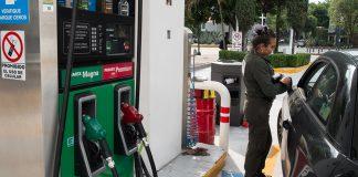 Colocan mantas en gasolineras para cargar según hologramas