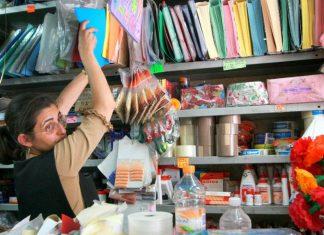 En análisis, participación de papeleros en entrega de útiles este año