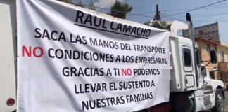 Se manifiestan transportistas contra Camacho
