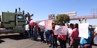 Por irregularidades en CAIC de Zapotlán, protestan padres de familia