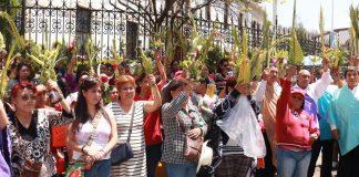 Acuden centenares de fieles a Domingo de Ramos