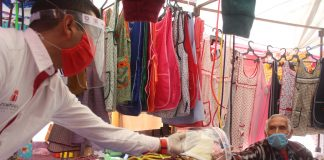 Entrega Zempoala cubrebocas en el tianguis de Santo Tomas