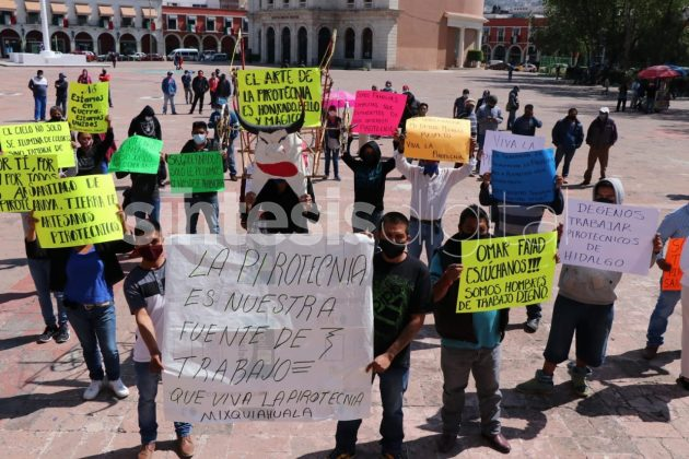 Coheteros se manifiestan en el centro de Pachuca